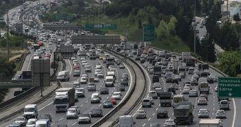 İstanbul'da yasak öncesi trafik yoğunluğu