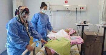 Koronaya yakalanan prematüre ikizler annesine kavuştu