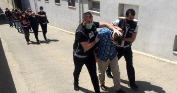 Lideri öğretmen olan çete çökertildi