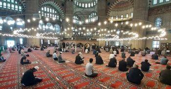Ramazan Bayramı evde mi yoksa camide mi kılınacak?