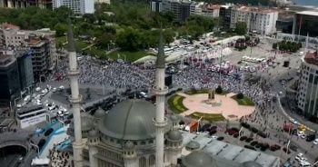 Taksim Camii ibadete açıldı: Kalabalık meydana taştı