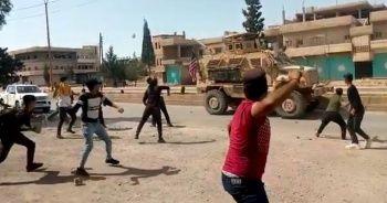 Terör örgütü yandaşları ABD ordusu araçlarını taşladı