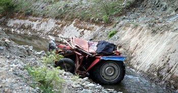 Tokat'ta traktör sulama kanalına devrildi