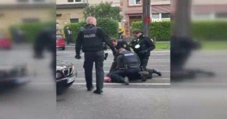 Alman polisinden Türk'e George Floyd muamelesi
