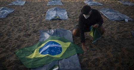 Brezilya'da 400 bini geçen ölü sayısı protesto edildi