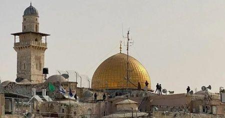 İsrail polisi Kubbetüs Sahra'nın çatısına çıktı