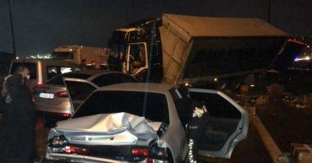 Kocaeli TEM'de zincirleme kaza: 20 yaralı