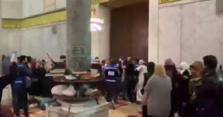 """Mescid-i Aksa'da İsrail terörüne karşı """"Allah-u Ekber"""" nidalarıyla tepki"""