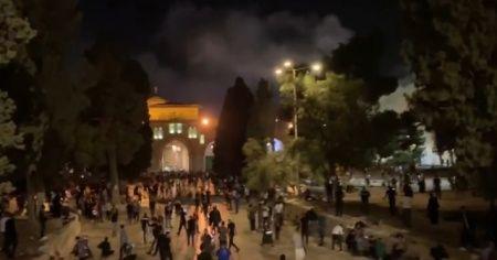 Mescid-i Aksa'da yeniden saldırı başladı