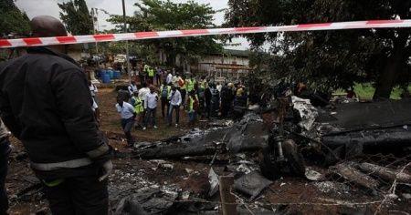 Nijerya'da askeri uçak düştü! Genelkurmay Başkanı hayatını kaybetti