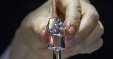 Pembe-mor elmas 29.3 milyon dolara satıldı