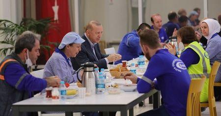 Son dakika: Cumhurbaskanı Erdoğan emekle iftar yaptı