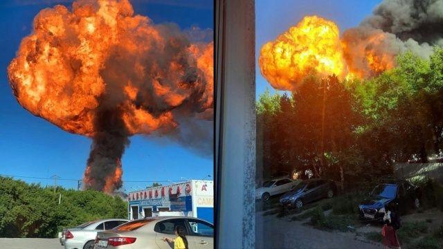Akaryakıt istasyonunda şiddetli patlama saniye saniye kaydedildi