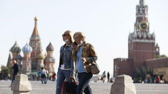 Artan Covid-19 vakaları Moskova'da 9 günlük tatil ilan ettirdi