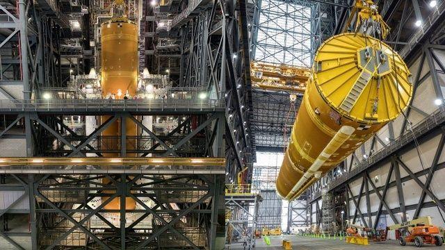 Ay'a insan taşıyacak ilk roket artık hazır
