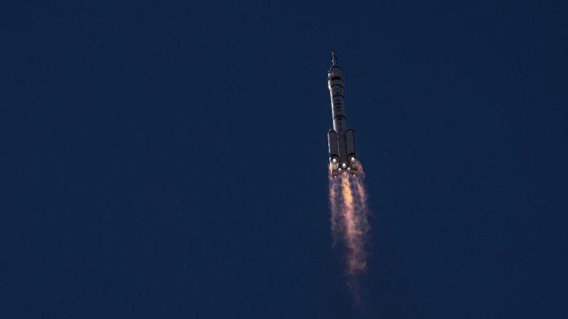 Çin'in ilk insanlı uzay aracı seferi başarıyla tamamladı