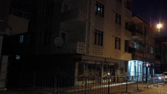 Deprem sonrası çatlak oluşan bina boşaltıldı