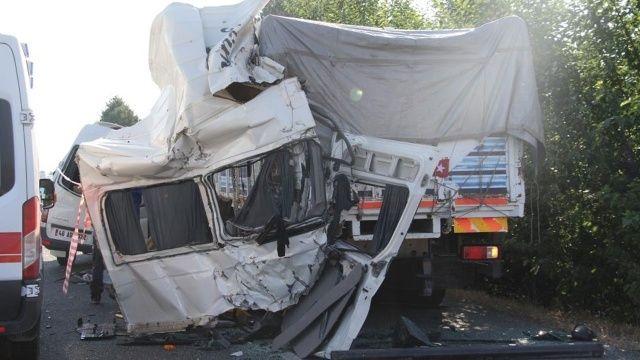 Elazığ'da düğün yolunda feci kaza: 3 ölü, 10 yaralı