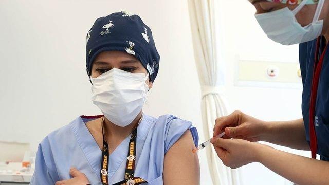 Fahrettin Koca: 1 milyon doz aşı hedefine ulaştık