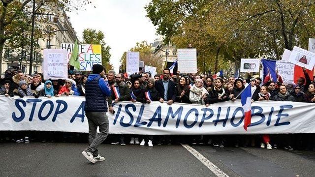 Fransa'da Müslümanları hedef alan yasa yeniden gündemde