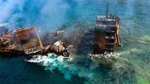 Günlerce alev alev yandı 'Zehirli gemi' çevre felaketine neden oldu