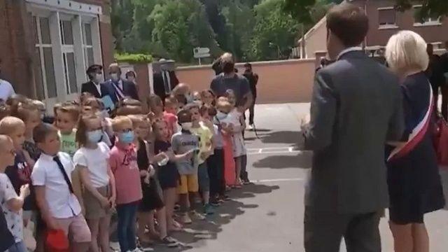 İlkokul öğrencisinden Macron'a: Yediğin tokat nasıldı?