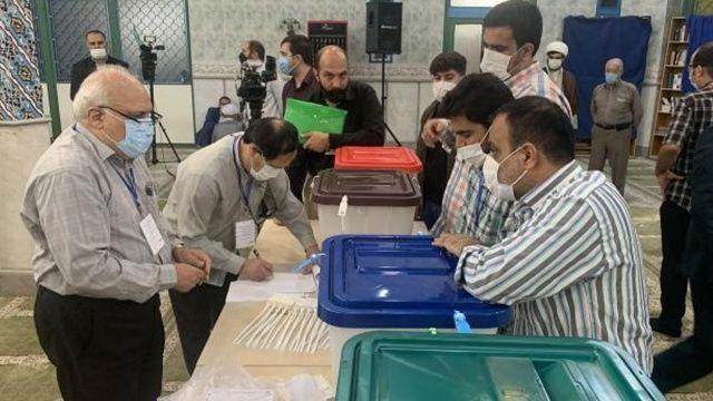 İran seçimler için sandık başında