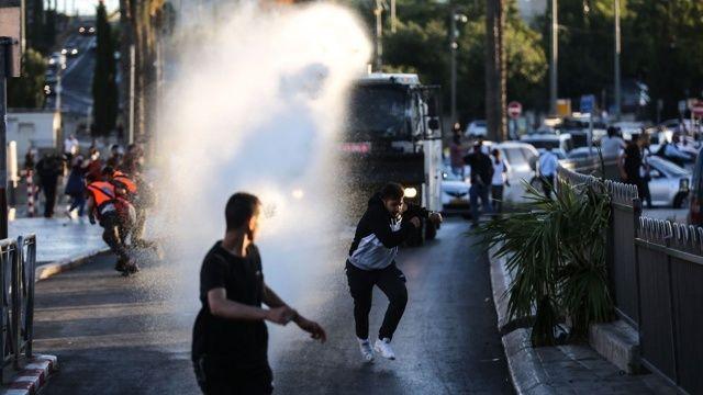 Fanatik Yahudiler, polis eşliğinde Aksa'ya baskın yaptı