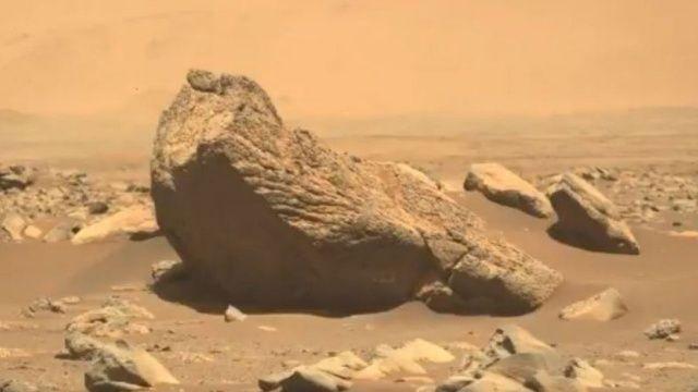 Mars'ta tuhaf bir kaya bulundu