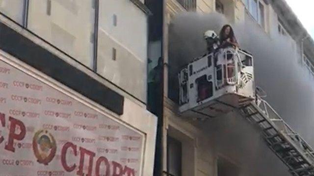 Otelde çıkan yangında müşteri mahsur kaldı