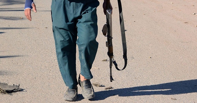 Taliban 2 ilçenin kontrolünü ele geçirdi