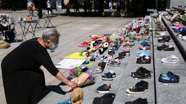 Yatılı kilise okulunun bahçesinde çocuk mezarları bulundu