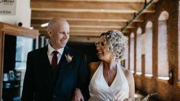 Alzheimer'lı adam evli olduğunu unuttu karısına yeniden aşık oldu