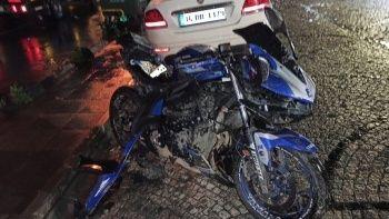 Bayrampaşa'da ticari taksi ile iki motosiklet çarpıştı:1 ölü, 2 ağır yaralı