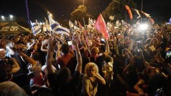 Binlerce kişi Netanyahu'nun gidişini kutladı
