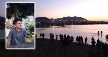 Denize giren 2 gençten biri boğuldu, diğeri kayıp