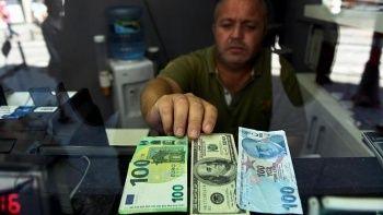 Dolar 8.70'in altına geriledi