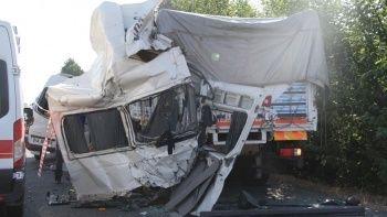 Elazığ'da feci kaza: 3 ölü, 10 yaralı