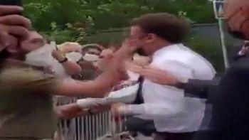 Macron'a tokat - Video