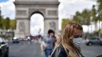 Fransa'da maske zorunluluğu yarın kaldırılıyor