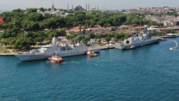 İngiliz ve Hollanda savaş gemileri Boğaz'a demirledi