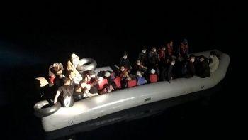 İzmir Dikili'de  31 düzensiz göçmen kurtarıldı