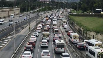Kısıtlama bitti, trafikte yoğunluk arttı