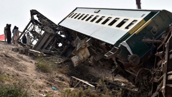 Pakistan'da feci tren kazası: Ölenlerin sayısı 62'ye yükseldi