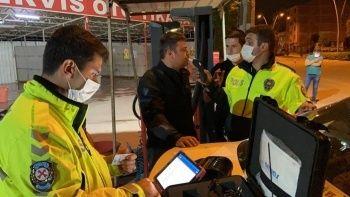 Polis dakikalarca dil döktü: Alkollü sürücüye 1339 lira ceza