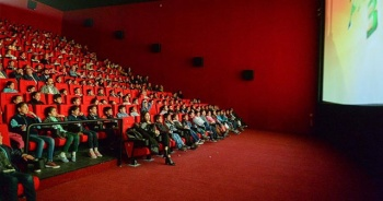 Sinema salonları kararında geri adım