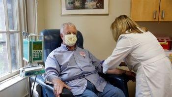 Tartışmalı Alzheimer ilacı ilk kez bir insanda denendi 3 bilim insanı istifa etti