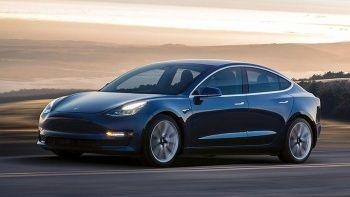 Tesla'da güvenlik açığı: 285 bin aracı geri çağırıyor