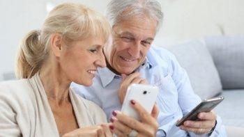 Yaşlılar pandemide akıllı telefona yöneldi