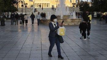 Yunanistan'da maske zorunluluğu kalkıyor